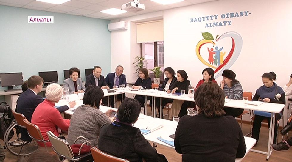 Заместитель спикера мажилиса встретилась с многодетными матерями и педагогами Алматы