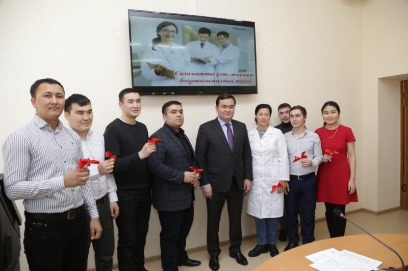 Молодые врачи в Жезказгане получили квартиры