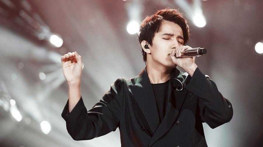 Димаш стал лучшим певцом года в Китае