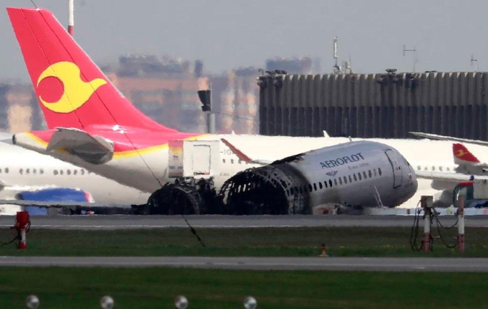 Командира корабля обвинили в крушении самолета Sukhoi Superjet в Москве
