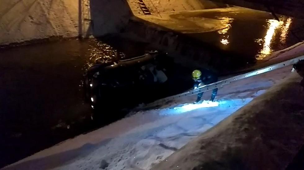 Пьяный водитель снес ограждение и рухнул в алматинскую речку