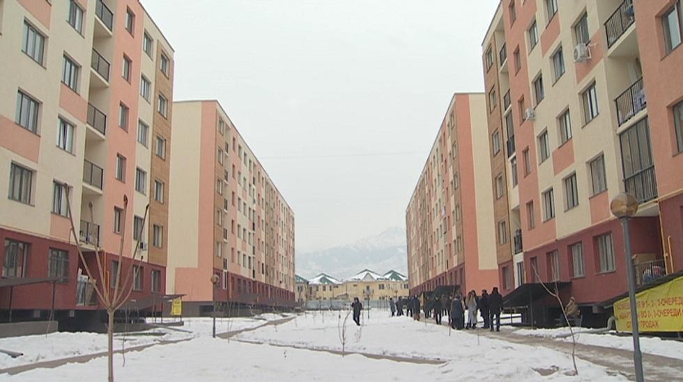 Газовыми баллонами вынуждены пользоваться владельцы квартир в новом ЖК Алматы