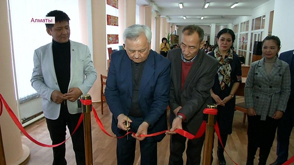 В Алматы открылась книжная выставка «Абай - тұтас бір әлем»
