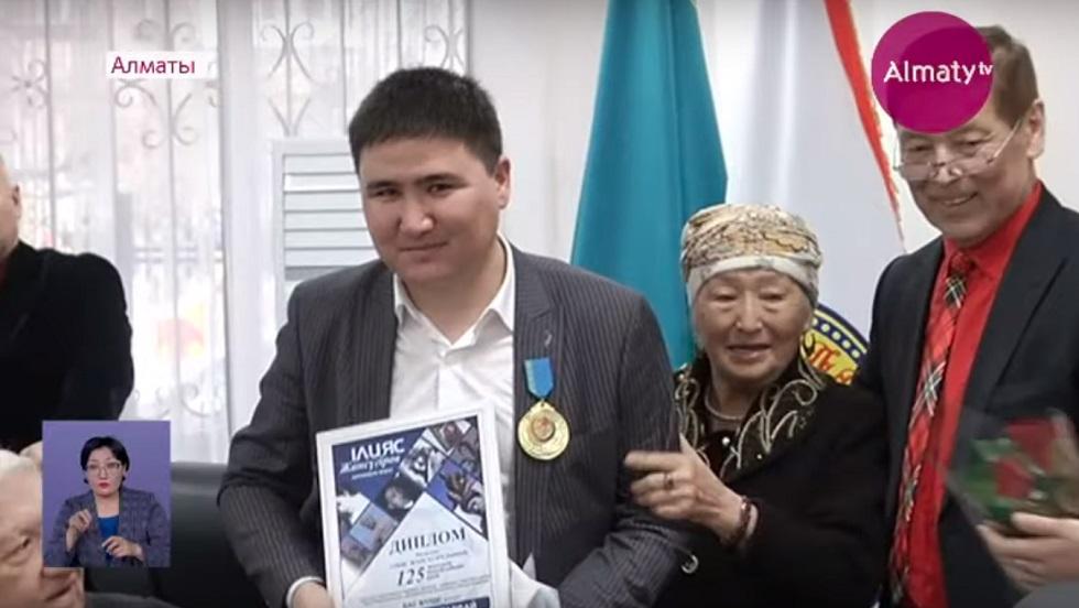 Неизвестные произведения Ильяса Жансугурова обнародовал алматинский учёный