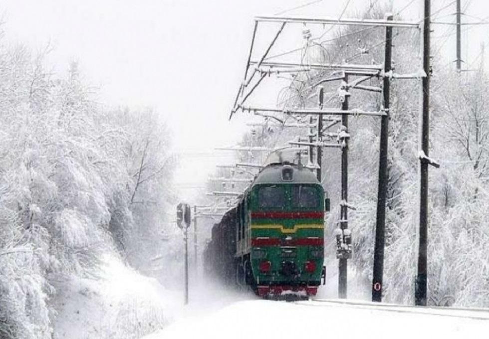 Смерть на рельсах: пассажирский поезд сбил дорожных рабочих в Жамбылской области