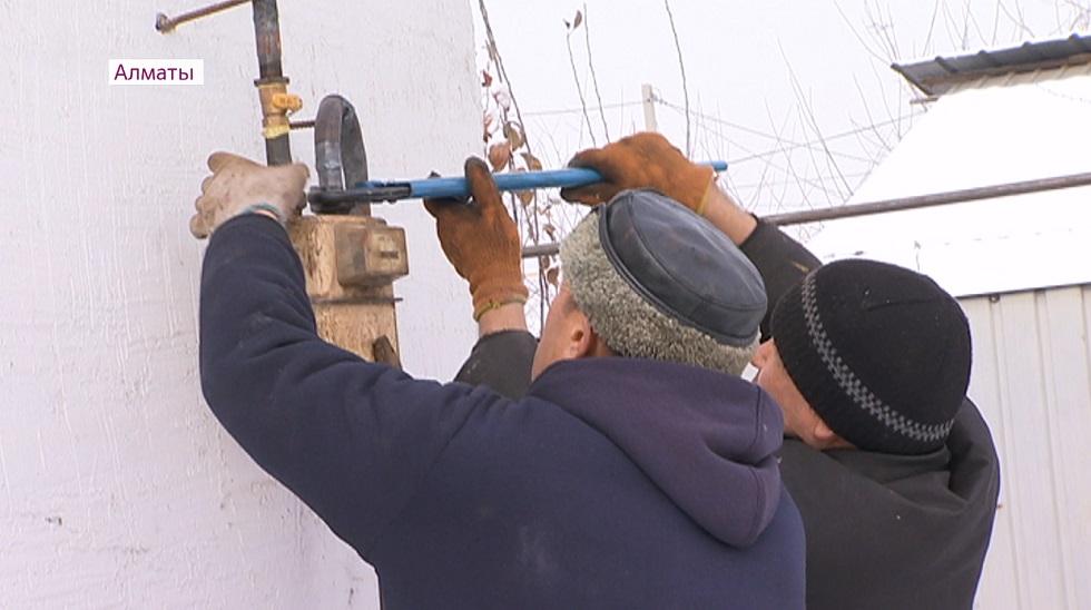 Малообеспеченным семьям Алматы бесплатно проводят газ