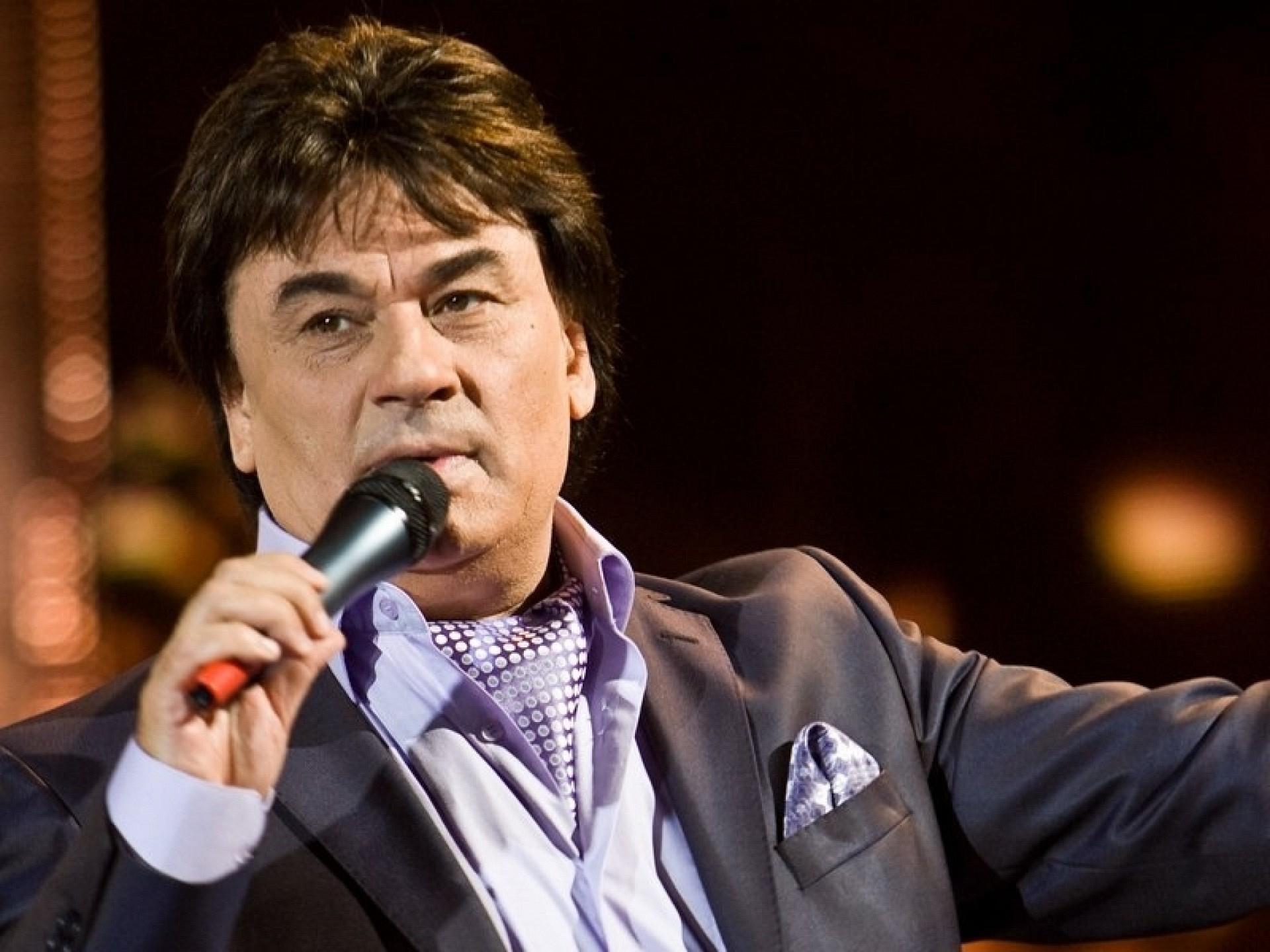 Певцу Александру Серову прострелили ногу во время драки