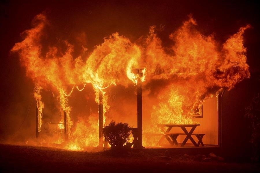 В Костанайской области из-за пожара в колодце теплотрассы погиб один человек
