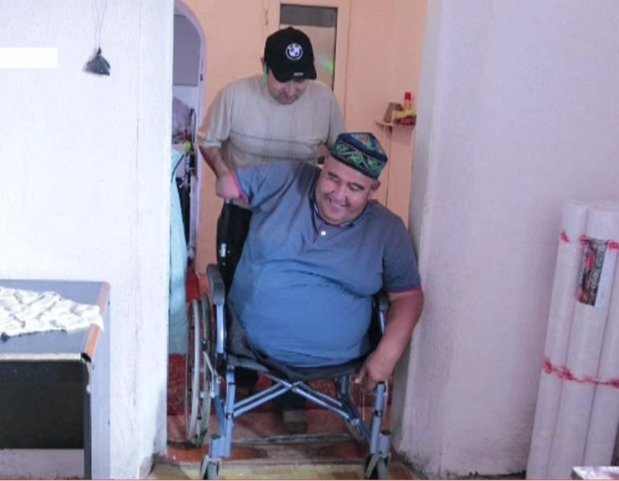Мастер на все руки: житель Карагандинской области мастерит мебель с национальными орнаментами