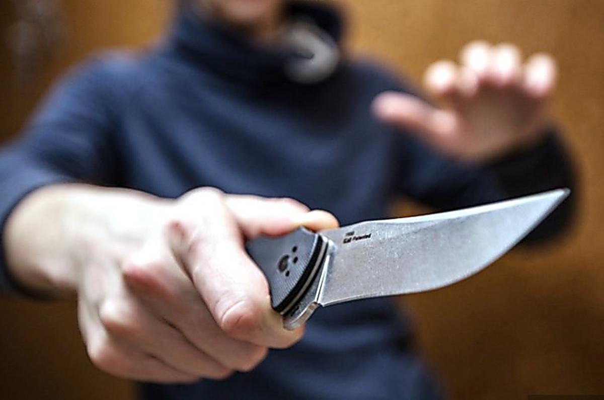Мужчина зарезал отчима в квартире