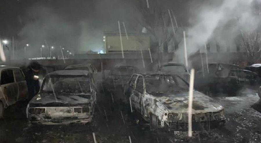 Умышленный поджог: 8 машин сгорели на штрафстоянке