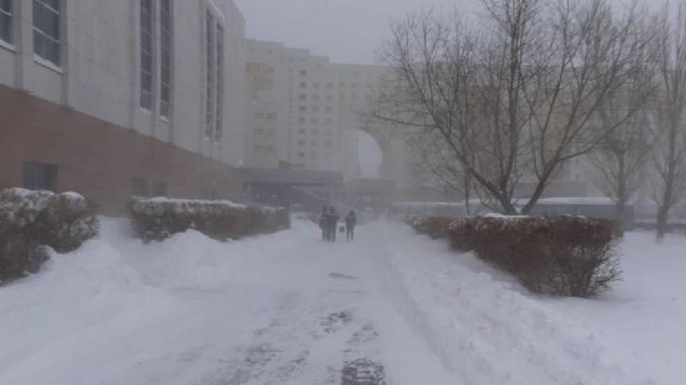 Сильная метель в Нур-Султане: дороги по всем направлениям закрыты
