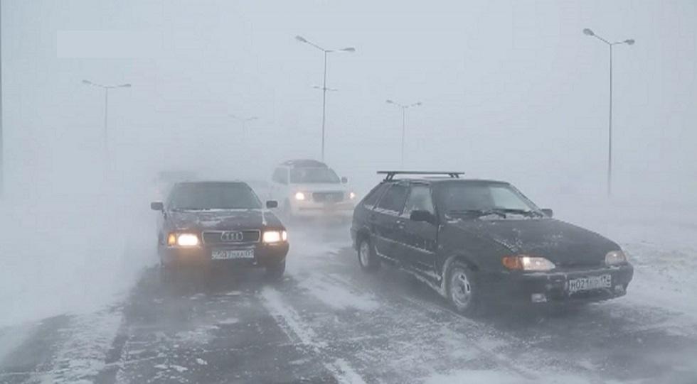 Тревожное положение в Нур-Султане: спасатели вызволили почти 300 человек из снежных заносов
