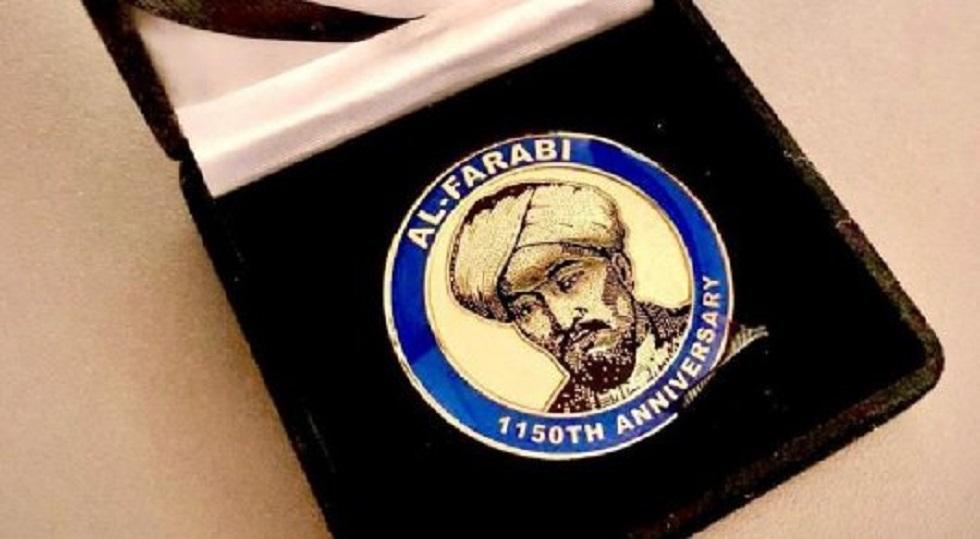 В США выпустили монеты и марки с изображением аль-Фараби и Абая