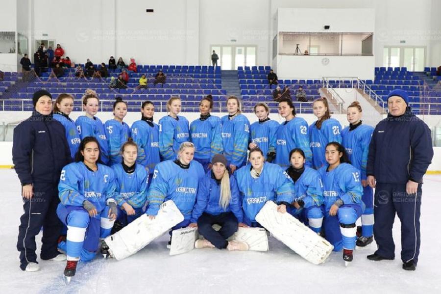 Казахстанские хоккеистки уступили в первом матче молодежного ЧМ
