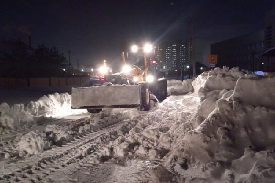 Более 800 единиц техники и   700 человек очищают столицу от снега