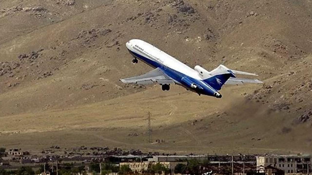 Пассажирский самолет разбился в Афганистане (ВИДЕО)