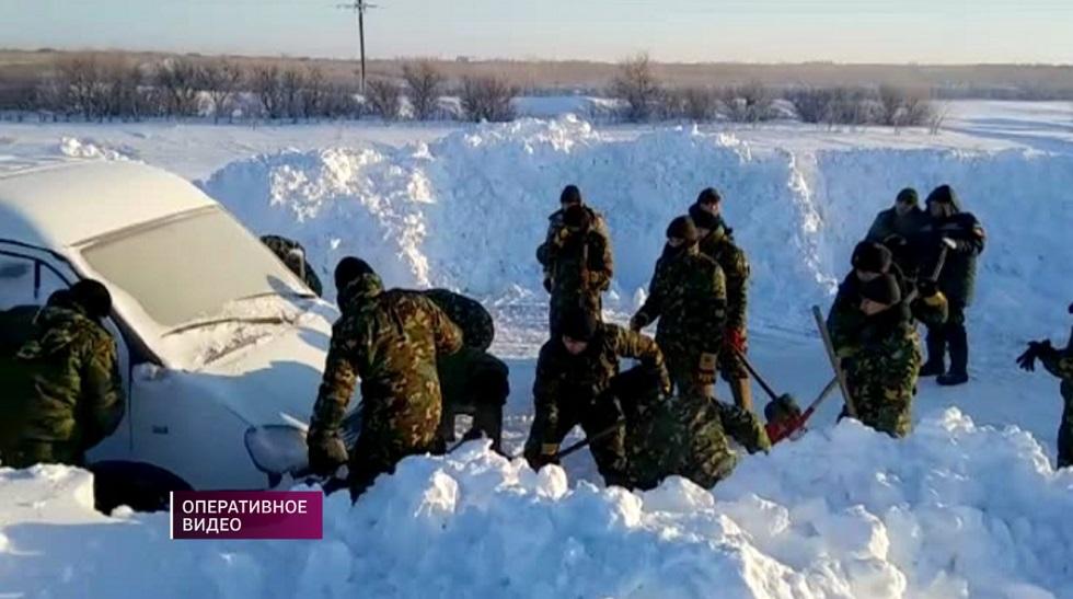 114 автомашин вызволили из снежного плена на трассе Павлодарской области