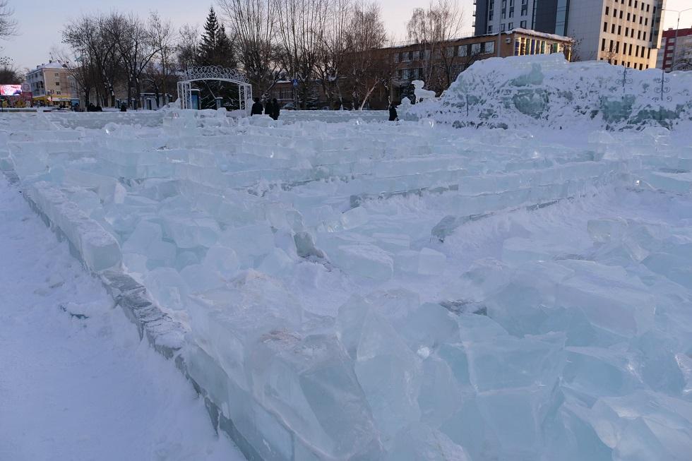 Повеселились: подростки-хулиганы разломали ледовый городок в Петропавловске (ВИДЕО)