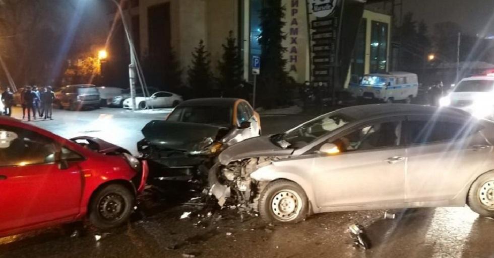 Не поделили перекресток: в Алматы столкнулись три автомобиля