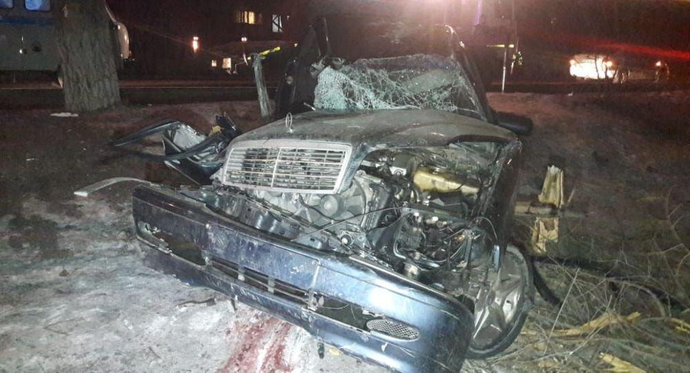 Жуткое ДТП в Алматы: 2 тела вырезали из обломков авто