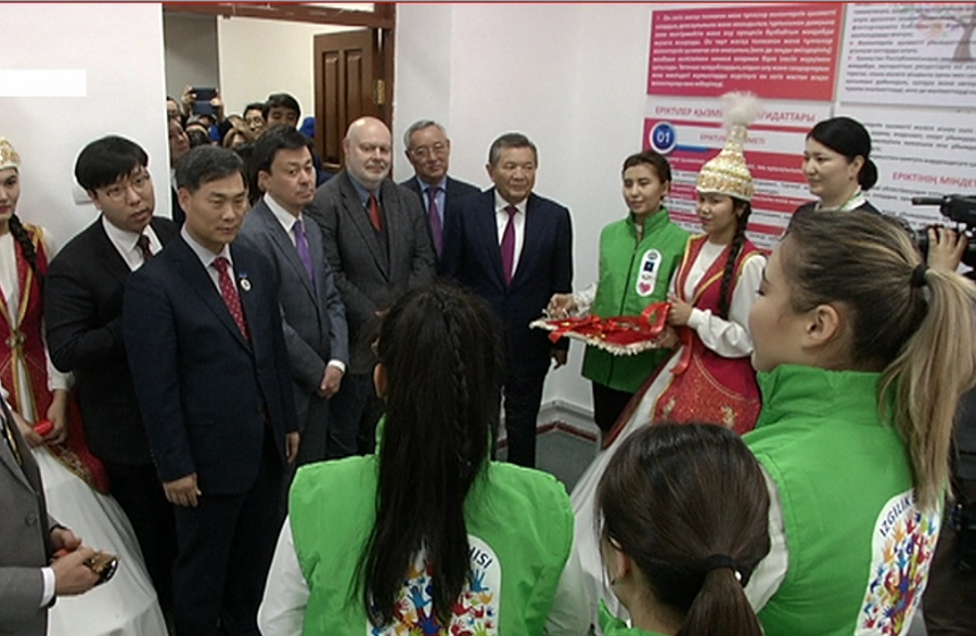 """Молодежный форум под названием """"Парасаттылық - ізгіліктің белгісі"""" состоялся в Алматы"""