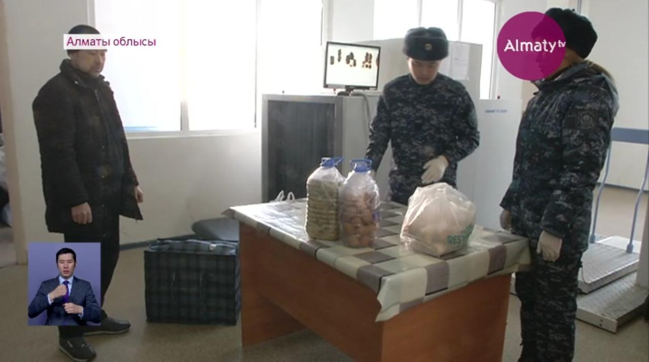 Сотовые телефоны проносили осужденным сотрудники колонии в Алматиской области