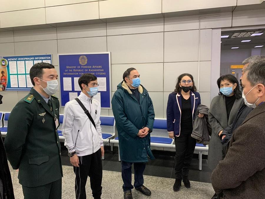 Региональный штаб Алматы проверил реализацию мер по профилактике коронавируса в аэропорту и больнице