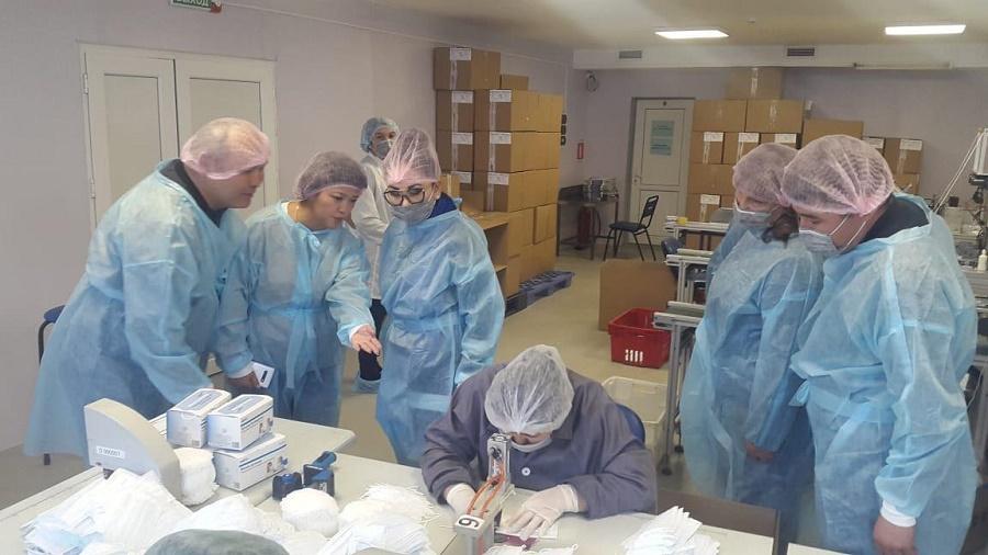 Коронавирустың алдын алу бойынша Алматы Өңірлік штабы медициналық бетперделер шығаратын кәсіпорынға барды
