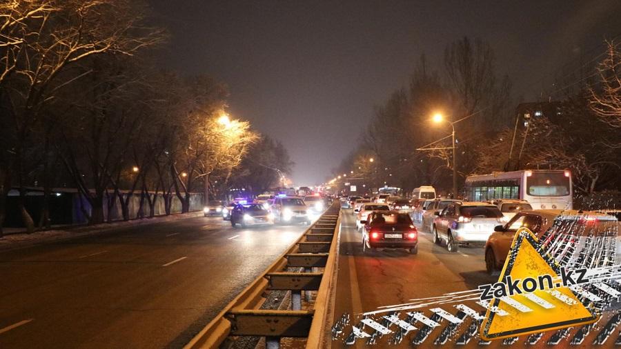 Водитель автобуса спровоцировал массовую аварию в Алматы