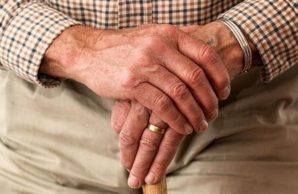 Пенсионер изнасиловал школьницу