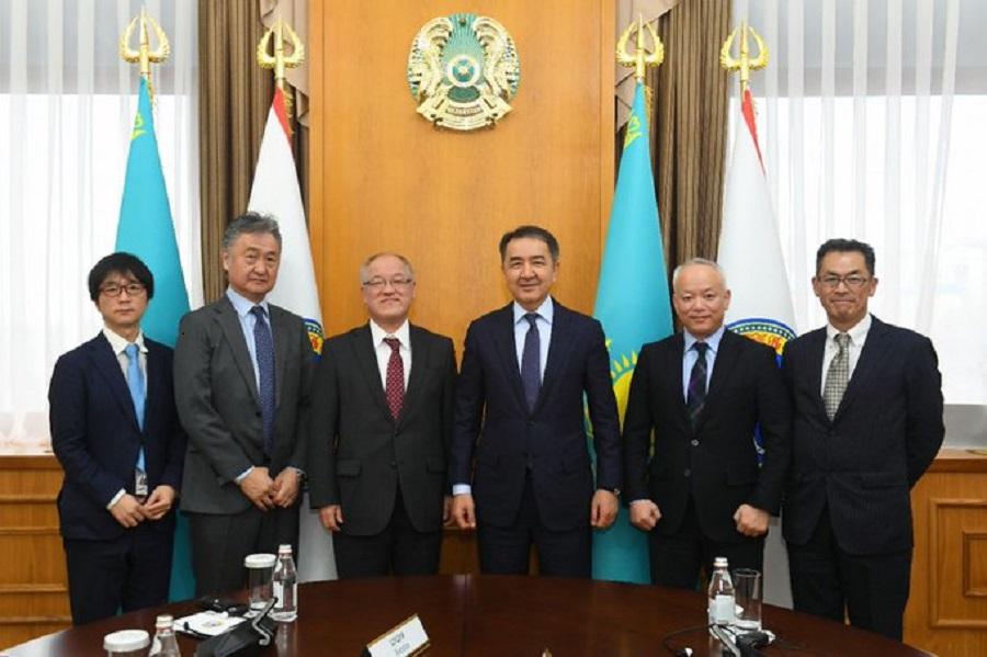 Аким Алматы обсудил перспективы реализации инвестпроектов с Послом Японии в Казахстане