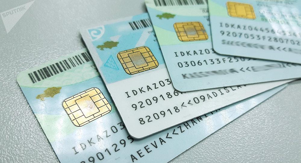В Казахстане отменили временное удостоверение личности и вклеивание детских фотографий в паспорт родителей