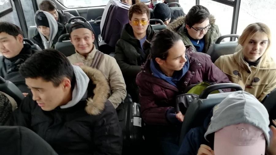 Эвакуированных из Китая казахстанцев отпустили после карантина