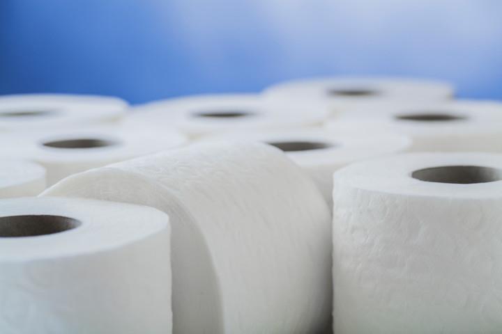 Вооруженные грабители похитили 600 рулонов туалетной бумаги