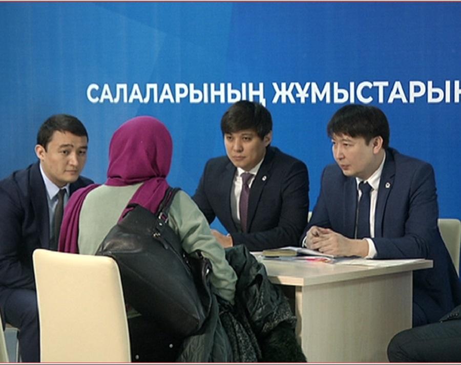 Заместители акима Алматы провели прием населения в фойе Halyk Arena до начала официального мероприятия