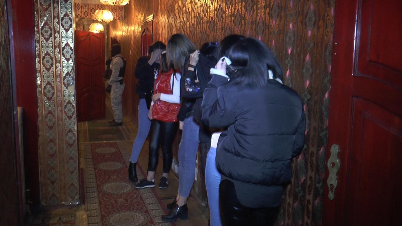 """Рейд по """"ночным бабочкам"""" прошел в Алматы"""