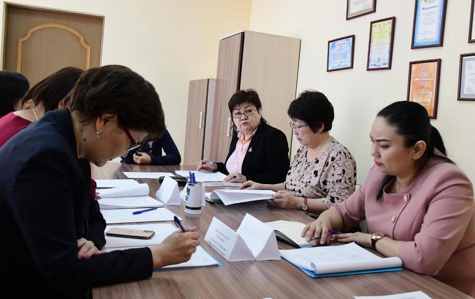 Заместитель акима Алматы Ержан Бабакумаров провел заседание попечительского совета «Дом надежды»