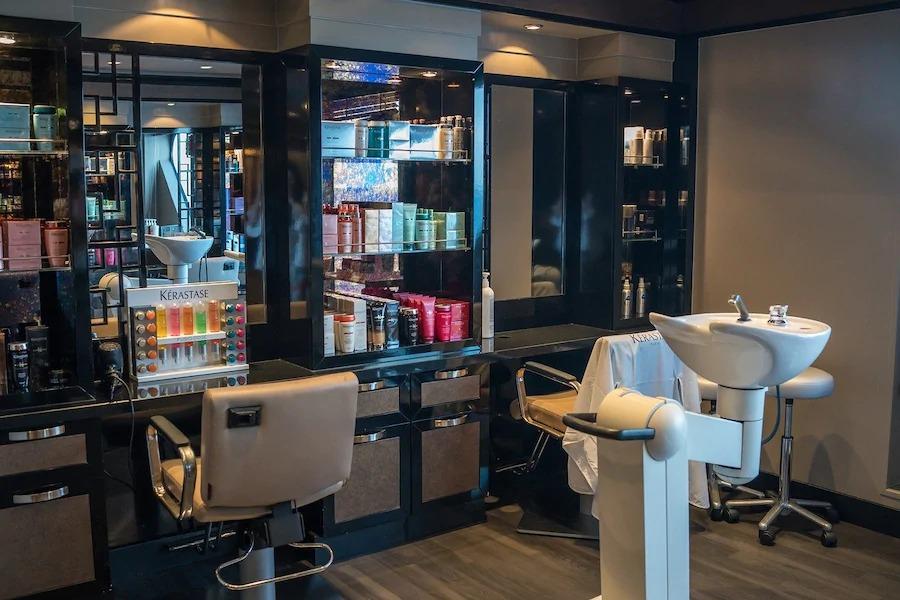 Салоны красоты и кофейни накажут за работу во время карантина