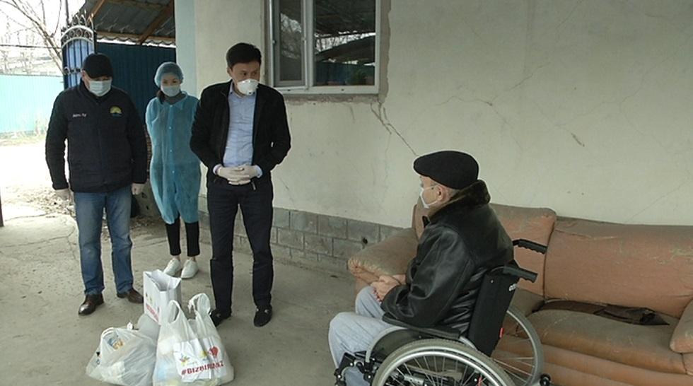 Biz birgemiz: продукты, маски и антисептики раздавали жителям Алатауского района