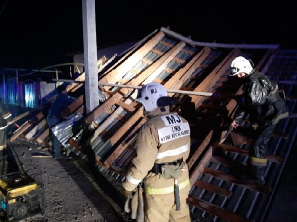 Ураган снес крыши домов в Шымкенте
