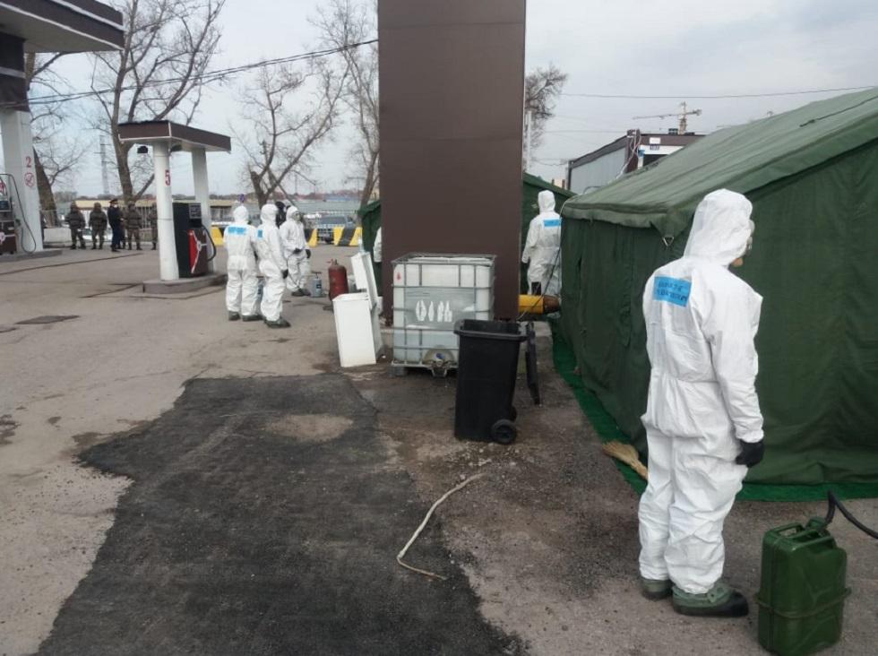 На блокпостах Алматы проводится дезинфекция