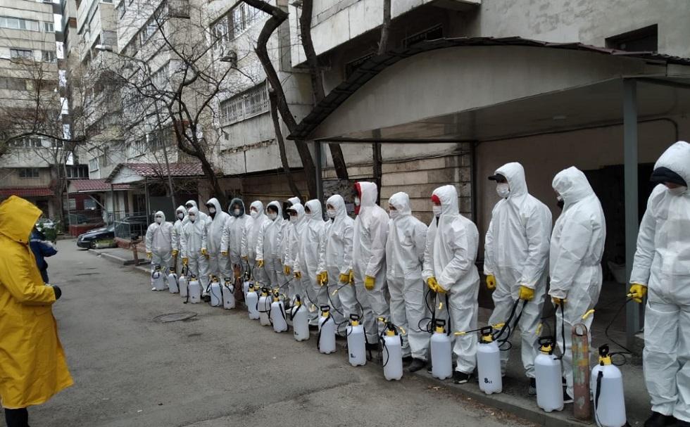 В Алматы дезинфицируют подъезды, детские площадки и дворы
