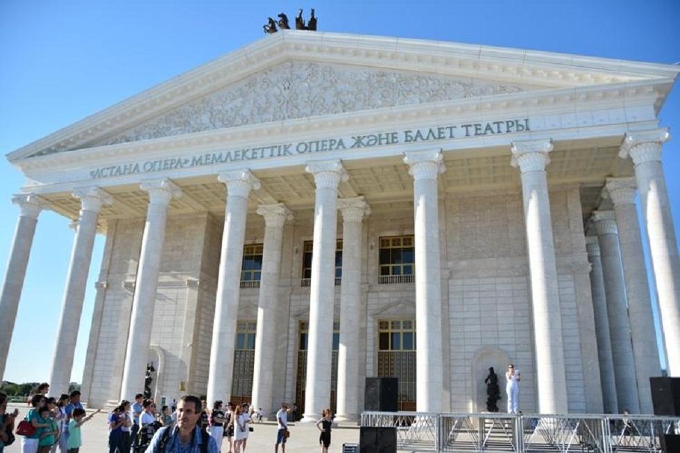 "Мастерицы театра ""Астана опера"" шьют защитные маски"