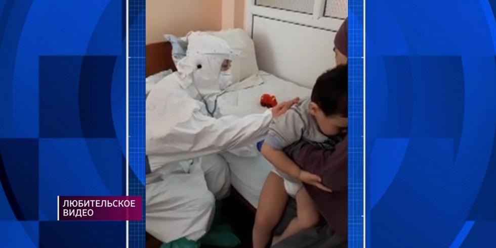Осмотр инфицированного коронавирусом ребенка в Алматы попал на видео