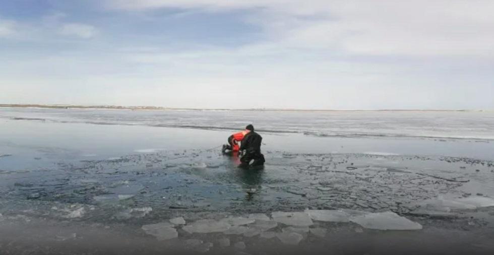 Тела двух мужчин извлекли из затонувшего авто в Карагандинской области