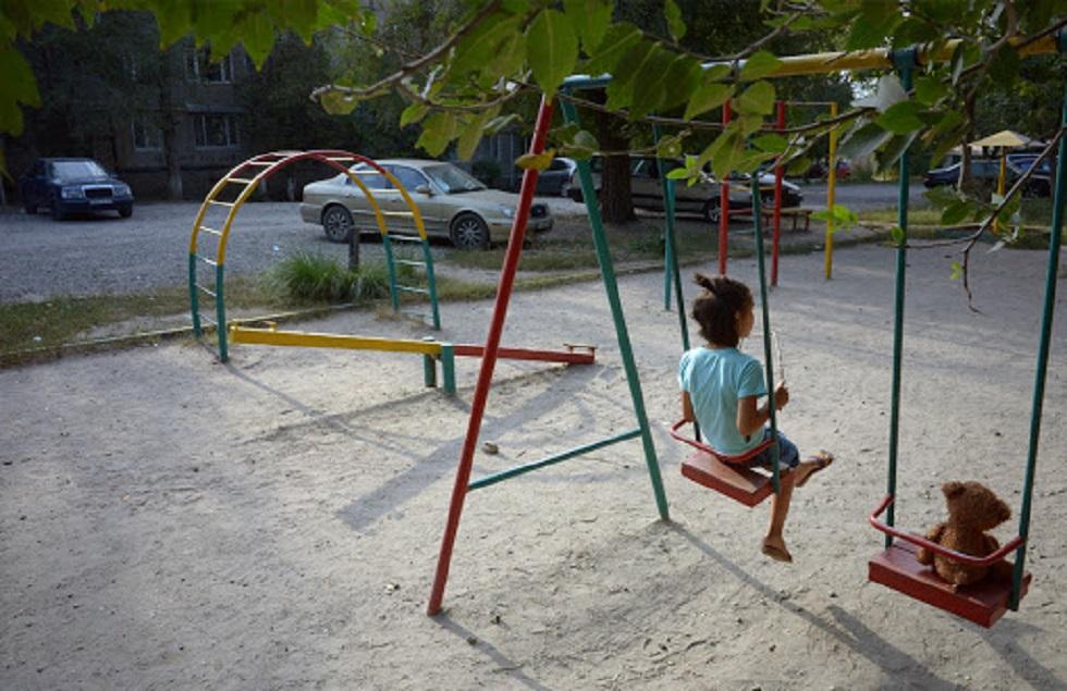 Родителей будут штрафовать за гуляющих на улице детей в Алматы