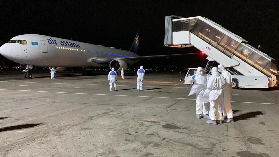 Казахстан эвакуирует еще 754 своих граждан из-за рубежа
