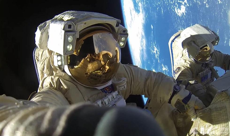 Космонавтам запретили обниматься перед полетом на МКС