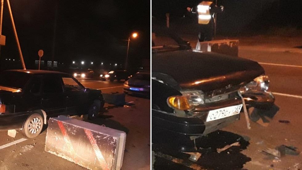 Водитель протаранил блокпост в Уральске